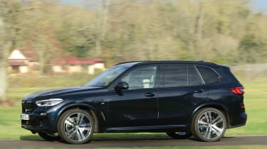 BMW X5 xDrive45e SUV side panning