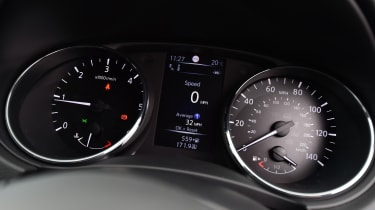 Nissan Qashqai - instrument cluster