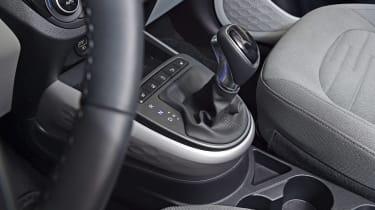 2020 Hyundai i10 gear lever