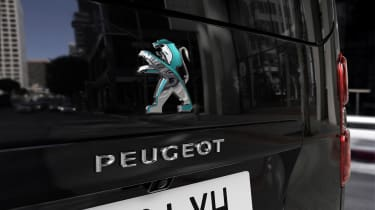 Peugeot e-Traveller badge