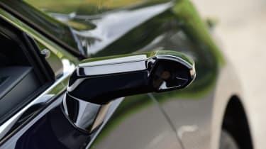 Lexus ES saloon door cameras