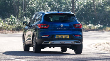 Renault Kadjar cornering - rear view