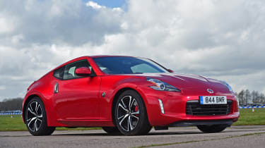 Nissan 370Z coupe front 3/4 static