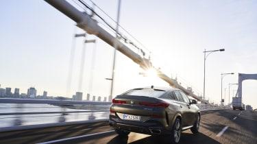 2019 BMW X6 - rear 3/4 dynamic city