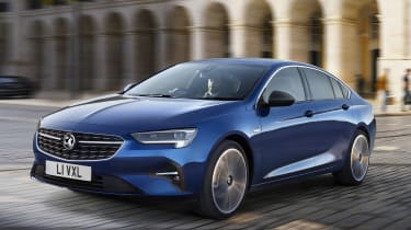 Vauxhall Insignia facelift driving