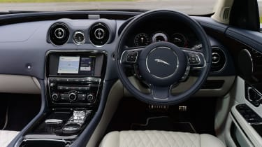 Jaguar XJ - interior