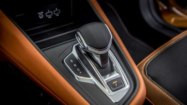 2020 Renault Captur - gear stick close up