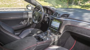 Maserati GranTurismo coupe dashboard