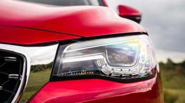 MG HS SUV headlights