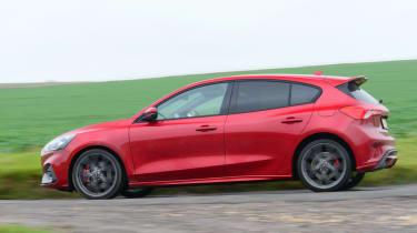 Ford Focus ST hatchback side panning