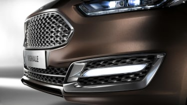 Ford Mondeo Vignale saloon 2015 front