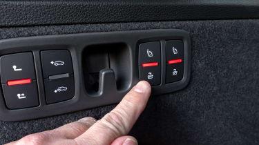 Audi SQ7 SUV boot controls