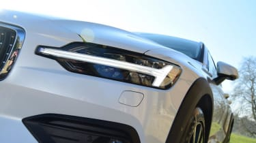 Volvo V60 Cross Country - headlight