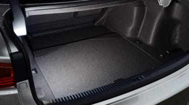 Lexus 300 H F Sport boot