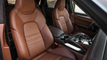Porsche Cayenne Turbo S E-Hybrid seats