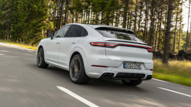 Porsche Cayenne Turbo S E-Hybrid - rear 3/4 dynamic