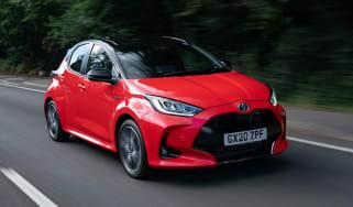 Toyota Yaris Hybrid front 3/4 tracking