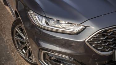 Ford Mondeo Estate headlights