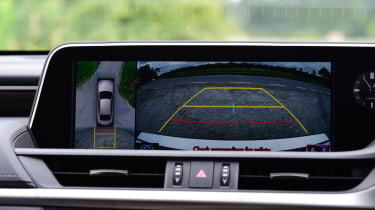 Lexus ES saloon rear-view camera