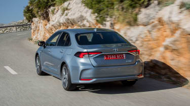 Toyota Corolla saloon rear tracking