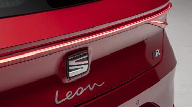 2020 SEAT Leon - rear badge and light bar