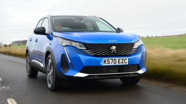 Peugeot 3008 SUV rear 3/4 tracking