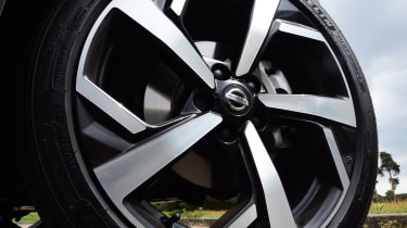 Nissan Qashqai - alloy wheels