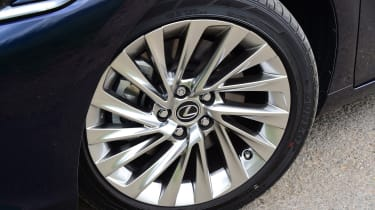 Lexus ES saloon alloy wheels