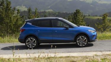 2021 SEAT Arona - side dynamic