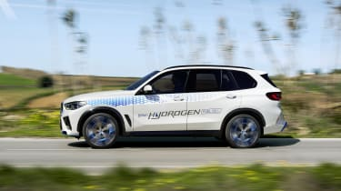 BMW iX5 Hydrogen - side dynamic