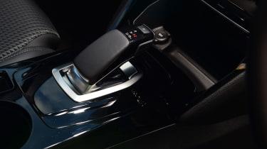 Peugeot e-2008 SUV gearlever