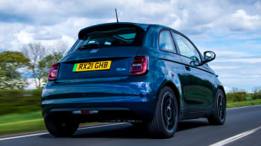 Fiat 500 electric rear 3/4 tracking