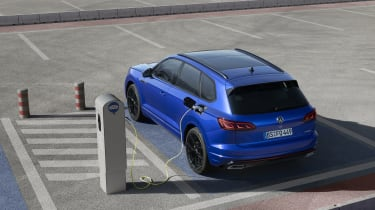 Volkswagen Touareg R charging