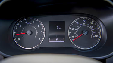 2018 Dacia Duster dials
