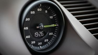 Porsche Cayenne Turbo S E-Hybrid clock