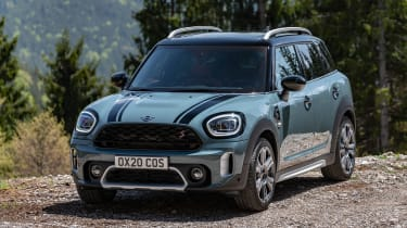 Facelifted 2020 MINI Countryman Cooper S - static front 3/4