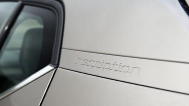 Volvo XC40 SUV C-pillar