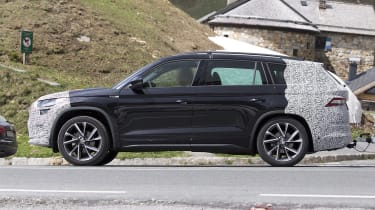 Skoda Kodiaq spy shot side view