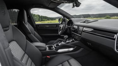 Porsche Cayenne Turbo S E-Hybrid - interior side view