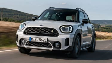 MINI Countryman Plug-in Hybrid front tracking