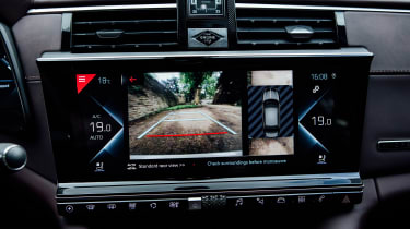 DS 9 saloon rear-view camera