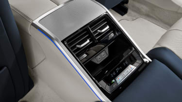 BMW 8 Series Gran Coupe - rear console