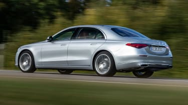 Mercedes S-Class saloon side panning