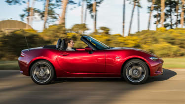 Mazda MX-5 Roadster side panning