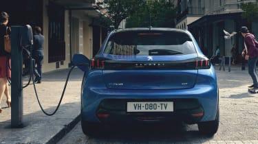 Peugeot e-208 charging
