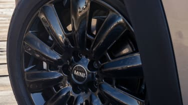 Gloss black alloy wheels can also give the MINI Countryman a more sporty appearance