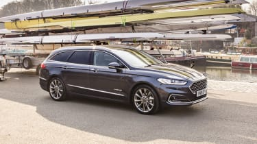 Ford Mondeo Estate front 3/4 static marina