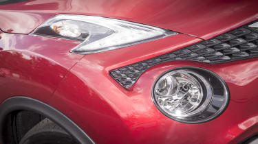 The headlights bare the Nissan face and remind you of the Nissan 370Z sports car. They're also accompanied as standard by LED daytime running lights.