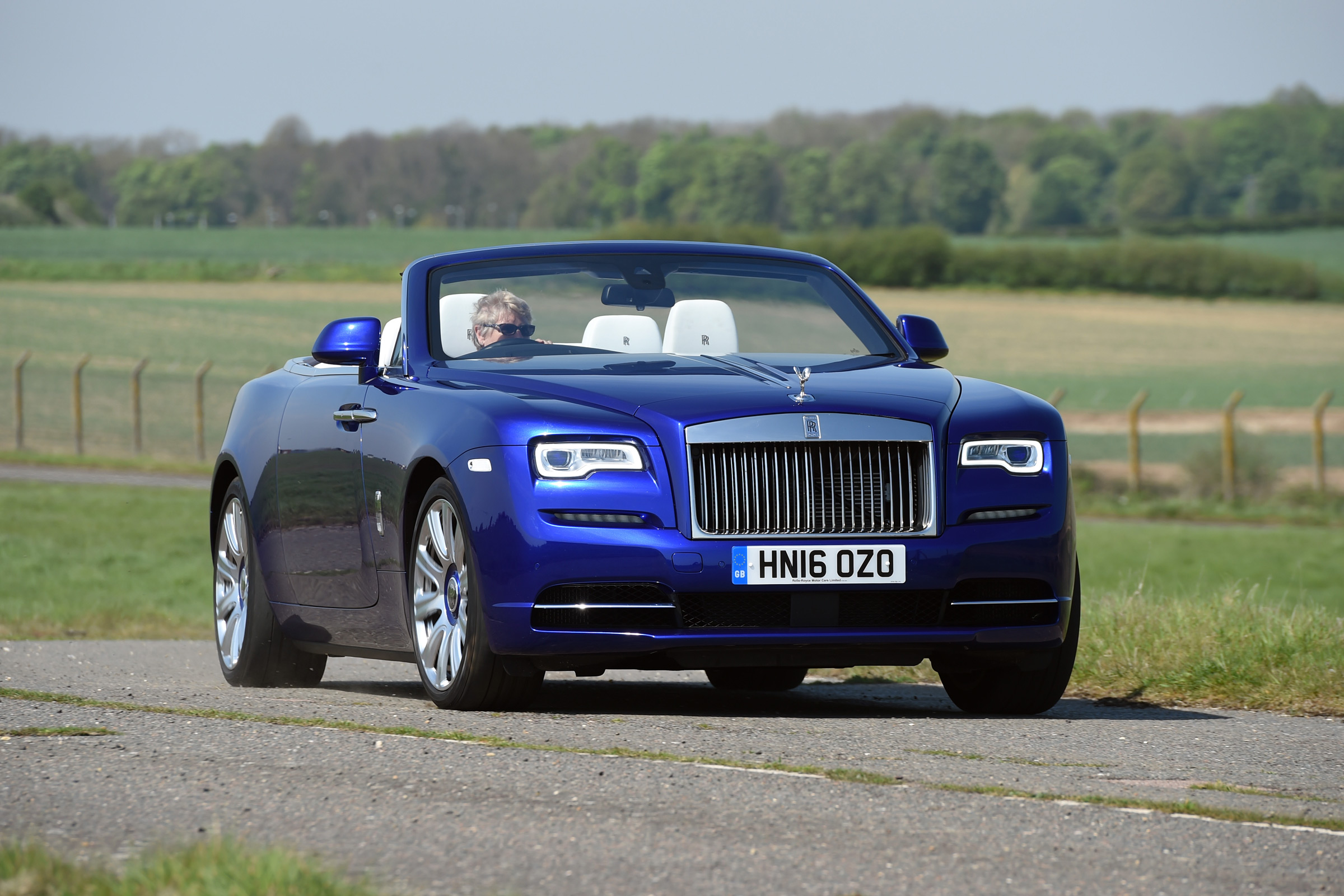 Rolls-Royce Dawn convertible 2017 pictures | Carbuyer